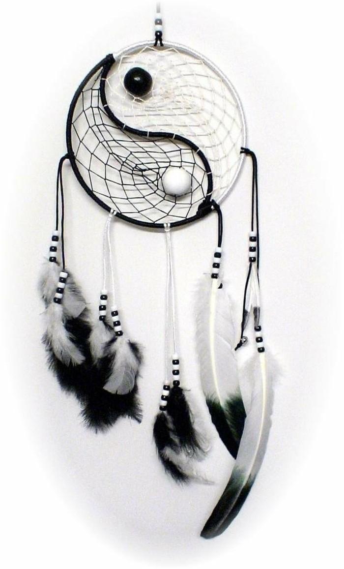 attrapre-reves-exemple-inspire-de-la-philosophie-orientale-modele-en-noir-et-blanc