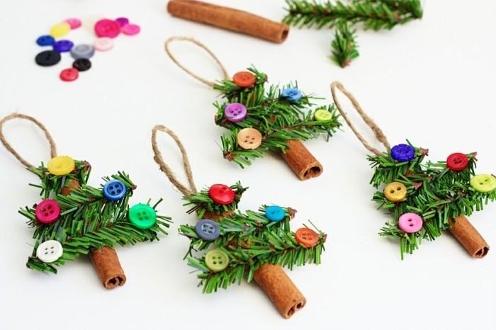 batons-de-cannelle-decores-de-branches-de-pin-artificielle-et-de-boutons-decoration-de-noel-a-fabriquer