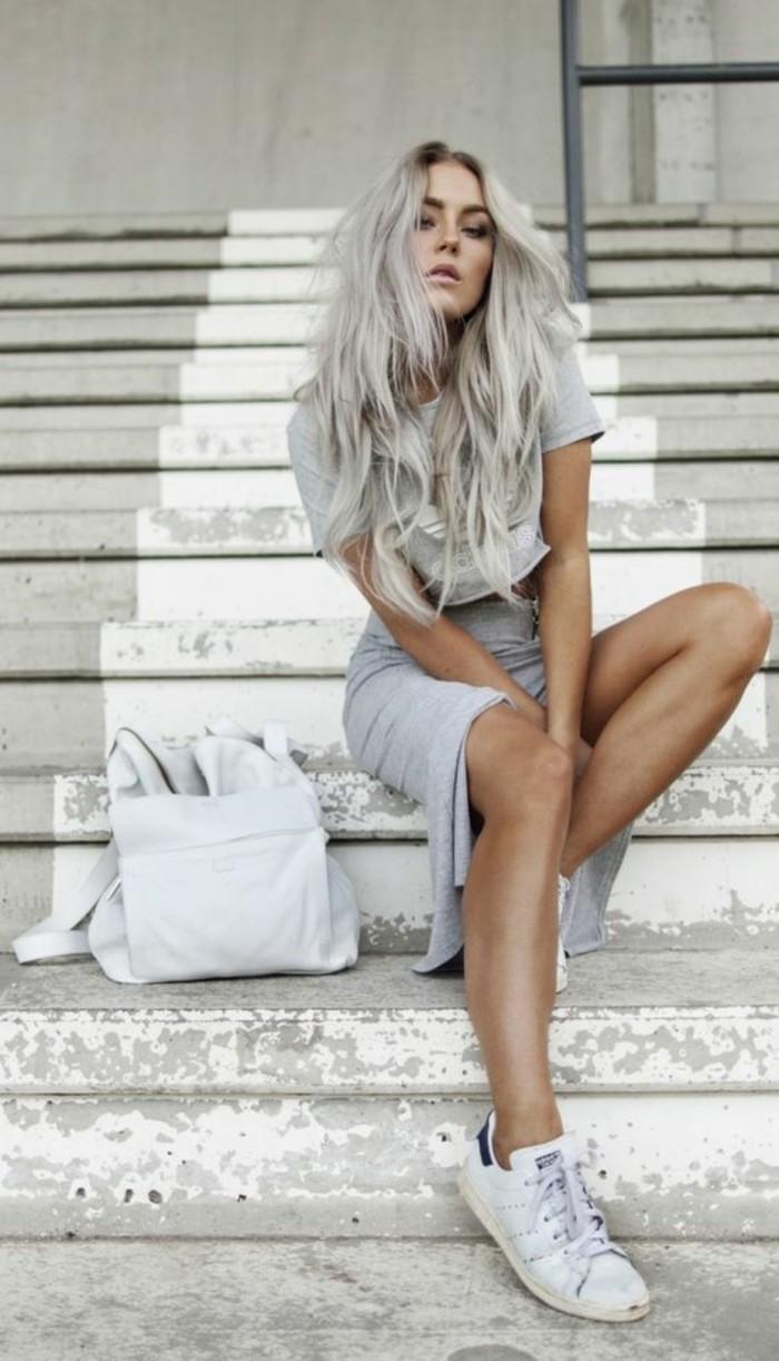 La coupe de cheveux longs pour femme 70 id es en photos for Coupe femme cheveux blond gris