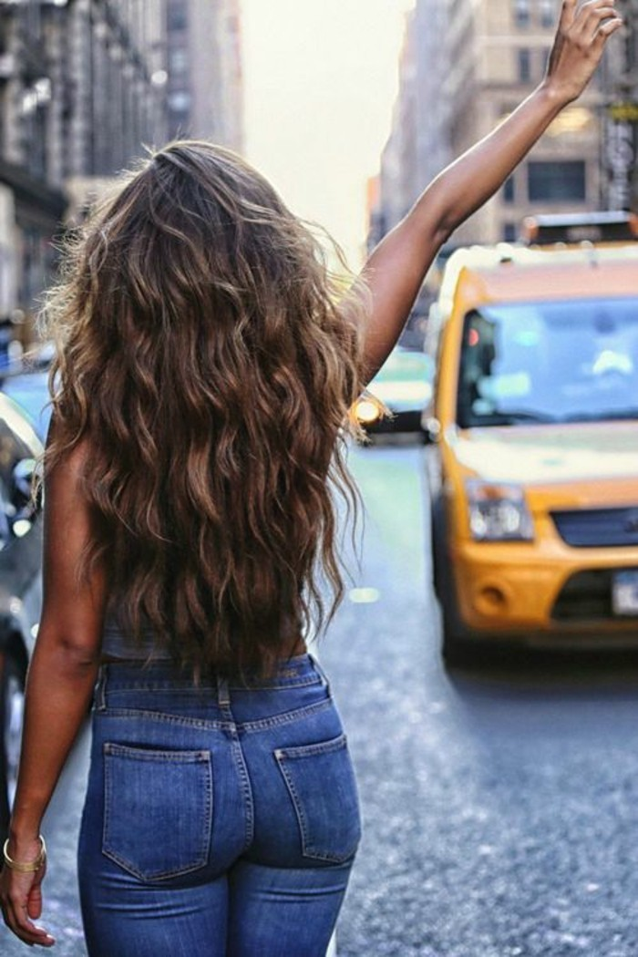 beaute-feminine-coupe-degrade-cheveux-long-taxi-new-york