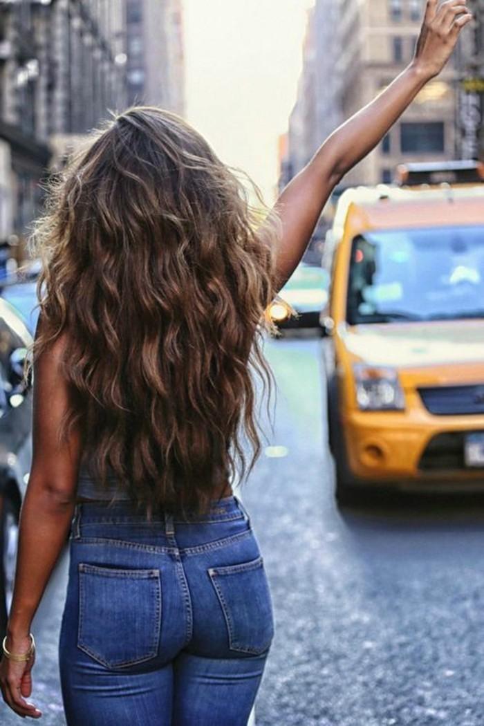 beaute-feminine-coupe-degrade-cheveux-long-taxi-new-york