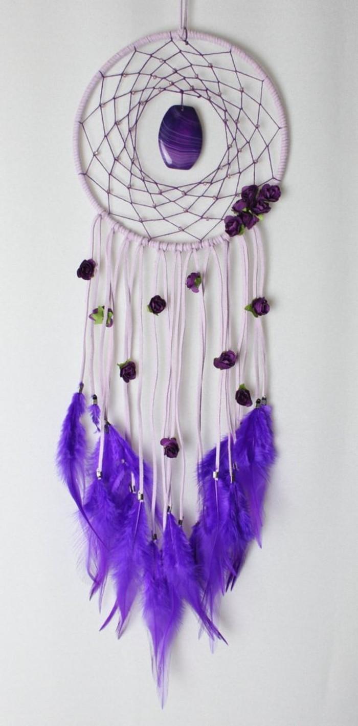 bel-exemple-d-attrape-reve-couleur-lavande-a-utiliser-en-guise-de-talisman