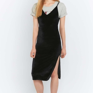 Merveilleuse robe midi en velours avec jolies détails au dos