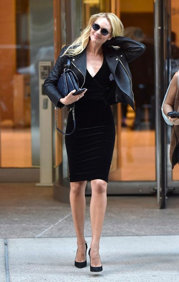 belle-robe-velours-robe-en-velours-veste-en-cuir-chaussures-a-talon-noir