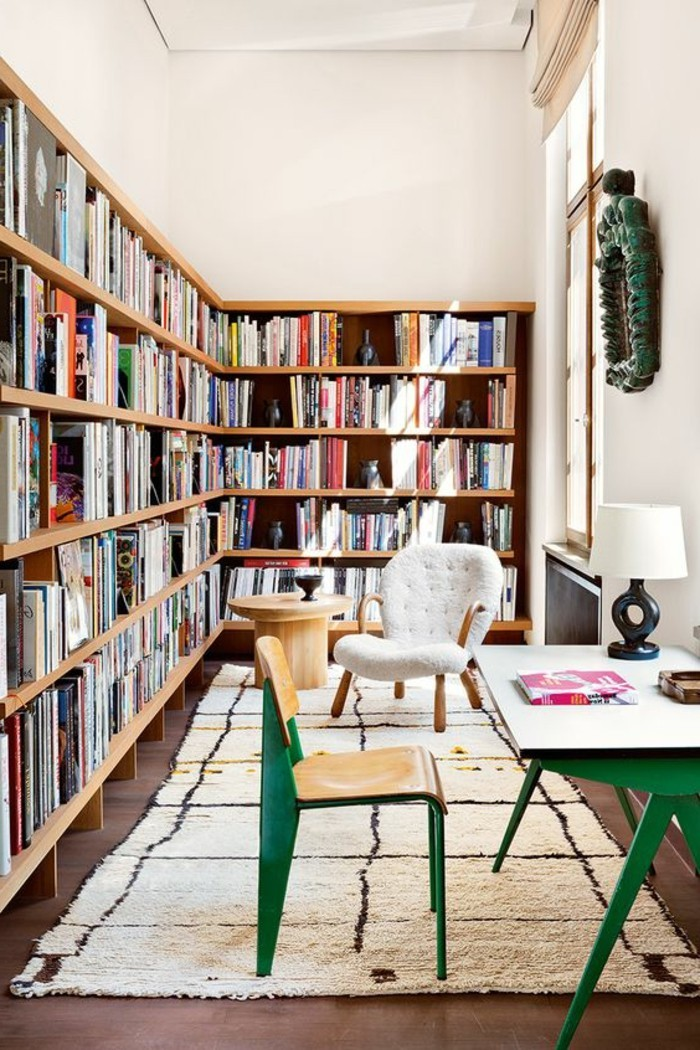 bibliotheque-meuble-bibliotheque-dangle-table-et-chaise-vertes