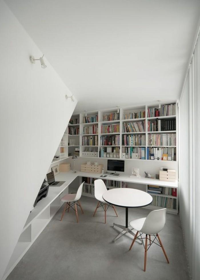 bibliotheque-murale-blanche-integree-dans-un-coin-de-la-piece