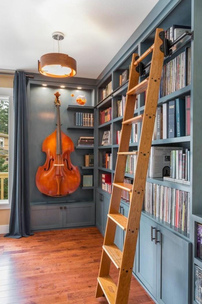 bibliotheque-murale-rangement-de-livres-original-avec-echelle-de-bois