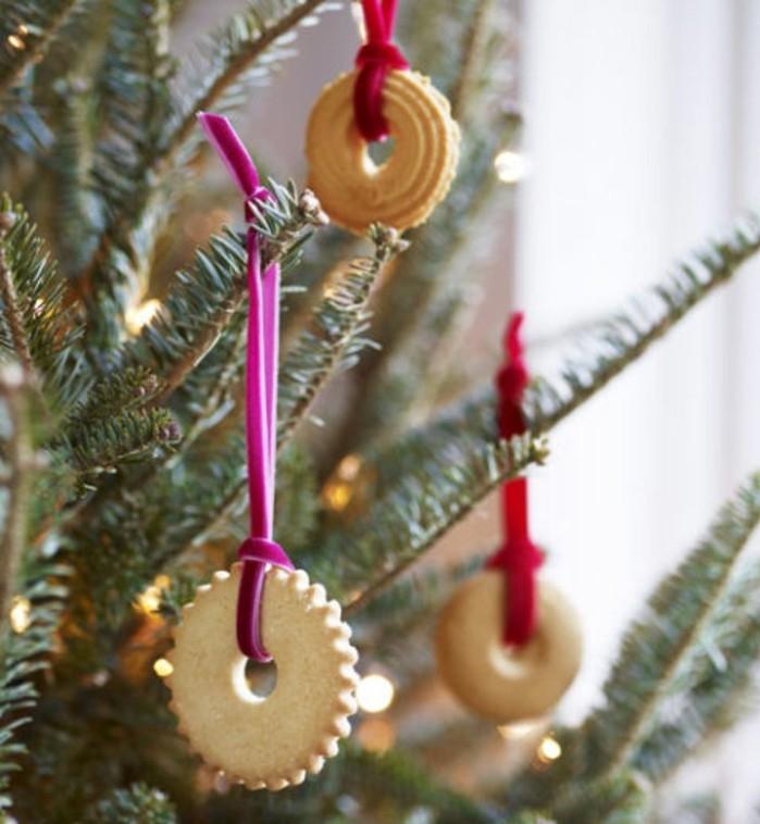 biscuits-de-beurre-transformees-en-superbe-decoration-de-noel-pour-votre-arbre-de-noel-brcolage-noel-gourmand