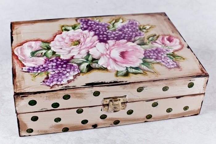 boite-a-bijoux-decoree-de-motifs-esthetiques-collage-de-serviette-idee-sympa
