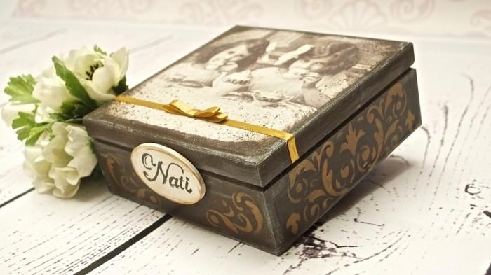boite-a-the-realisee-a-l-aide-de-papier-decopatch-a-motifs-de-vieilles-photos-une-decoration-vintage-formidable
