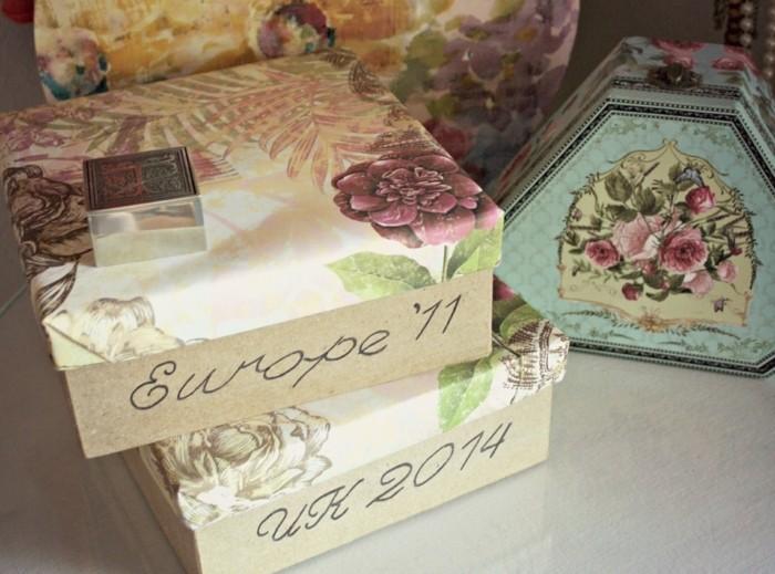 boites-de-souvenirs-vintage-des-lieux-qu-on-a-visites-idee-de-cadeau-de-noel