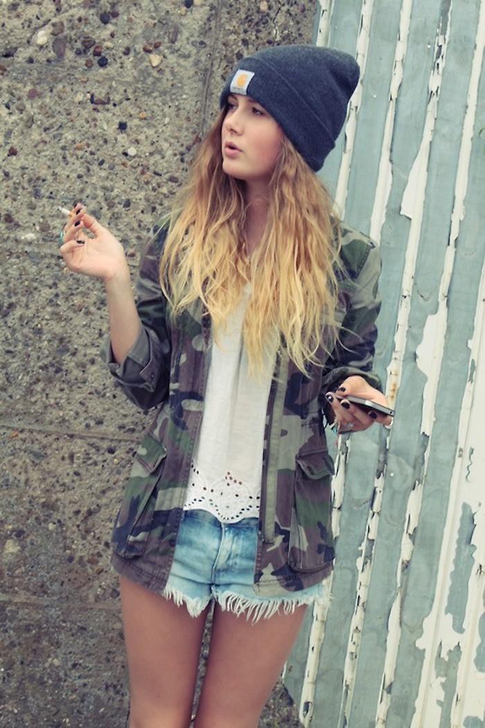 bonnet-carhartt-fille-femme-hipster-blonde-gris-veste-camouflage-short-jean