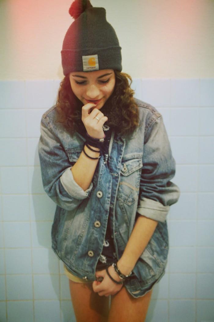 bonnet-carhartt-gris-pompon-hipster-fille-veste-jean