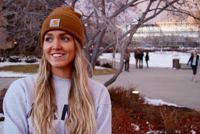 bonnet-carhartt-marron-femme-blonde-photo-style-hispter-fille