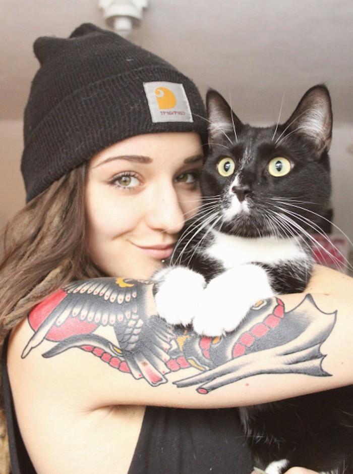 bonnet-femme-carhartt-noir-hipster-fille-tatoo-idee-photo-mode