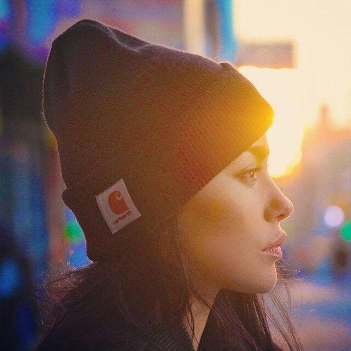 bonnet-mode-carhart-noir-femme-fille-hipster-photo