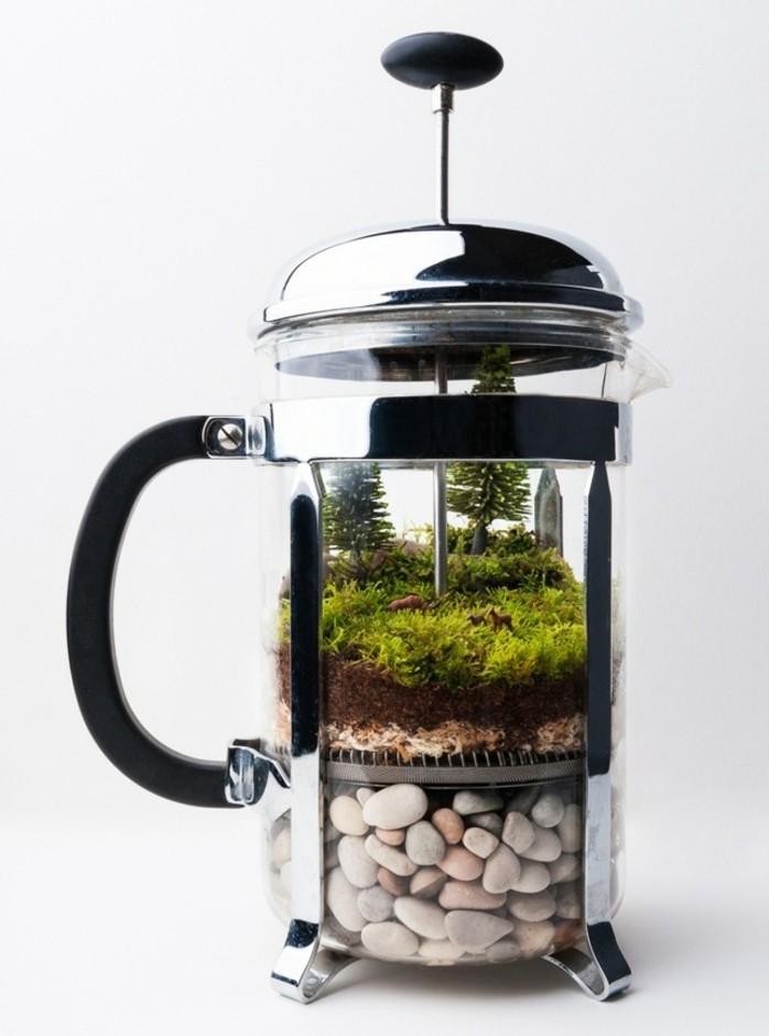 bouilloire-the-transformee-en-un-joli-terrarium-plante-a-faire-soi-meme-figurines-sympas-mousse