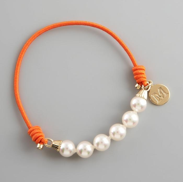 bracelet-en-elastique-simple-et-elegant-pour-un-look-tres-feminin