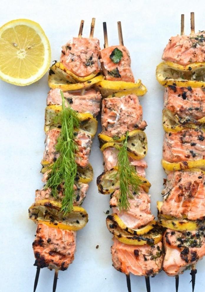 brochette-apero-de-saumon-grille-avec-citron