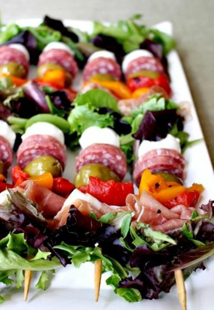 brochette-apero-dinatoire-antipasti-salade-mozzarella-avec-saucisson
