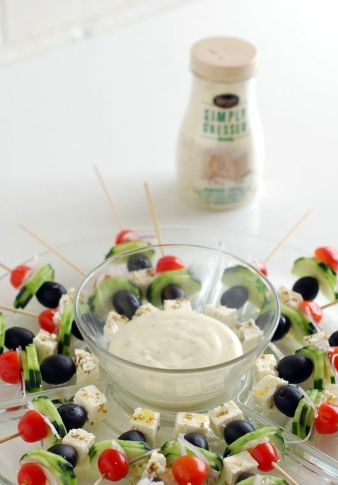 brochette-apero-salade-grecque-avec-sauce-tzatziki