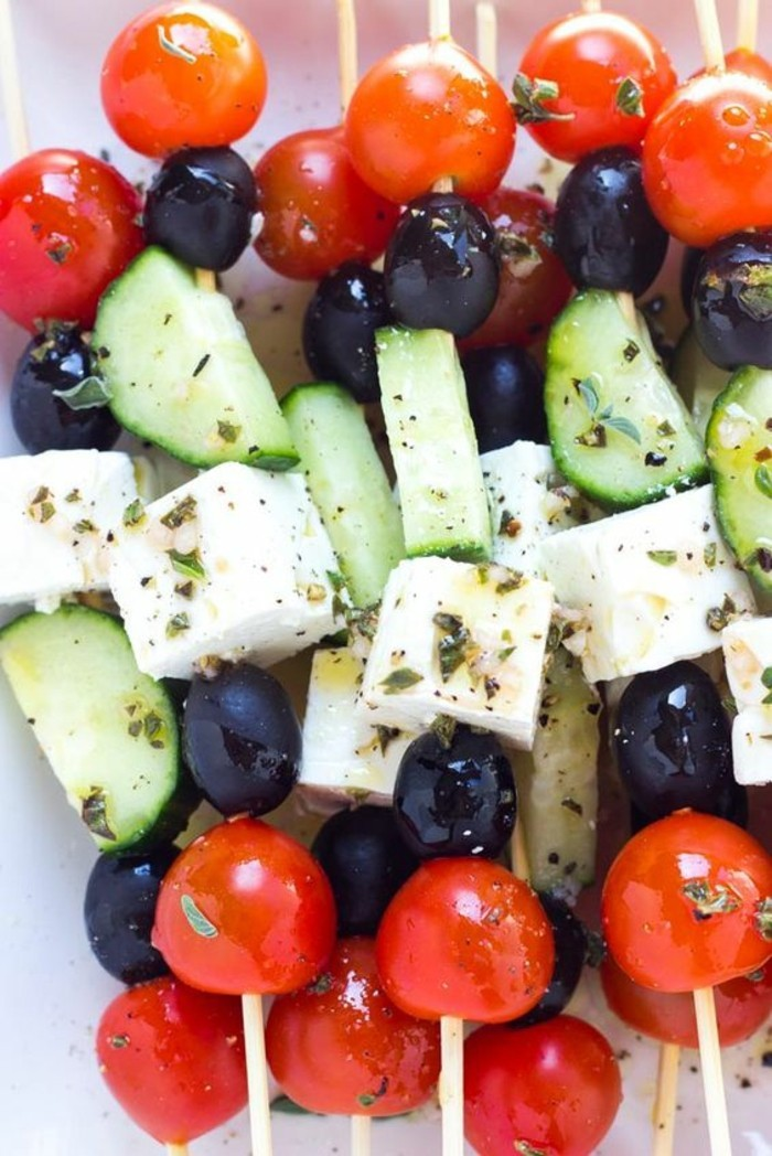 brochette-apero-simple-salade-grecque-tomates-olives-fromages