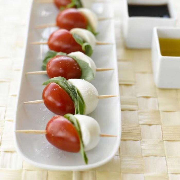 brochette-apero-simple-tomates-cerises-mozzarella-cure-dents