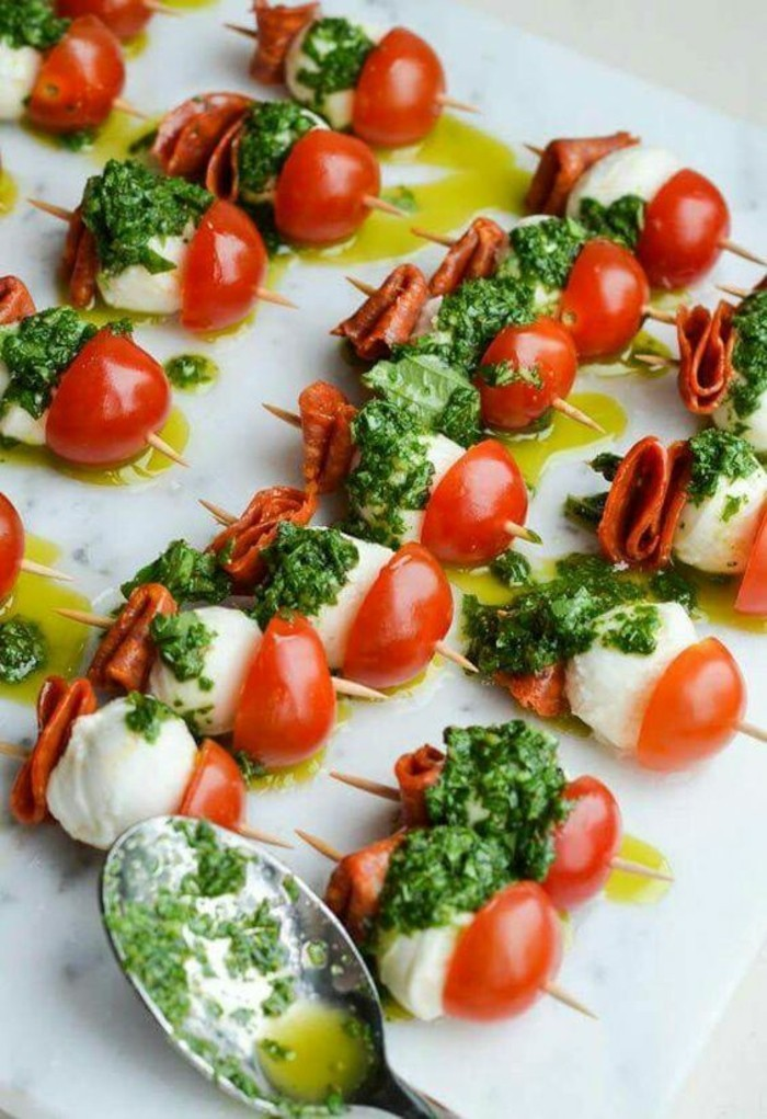 brochette-apero-tomates-cerises-mozarella-basilic