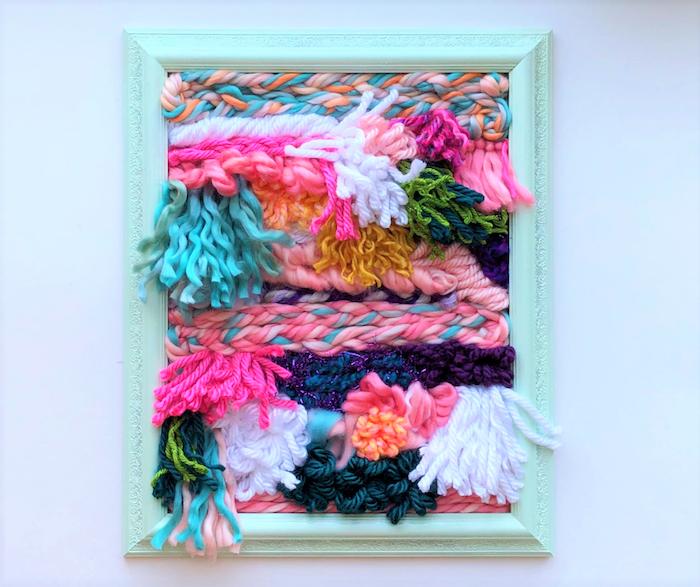 cadre customisé de peinture bleue avec de la laine composition decorative, idée cadeau maison decoratif