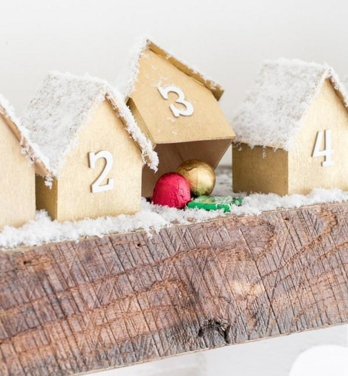 calendrier-de-l-avent-compose-de-petites-maisons-en-bois-cachant-des-bonbons-idee-charmante-pour-fabriquer-un-calendrier-de-l-avent