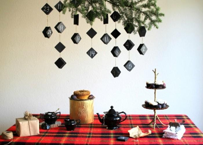 calendrier-de-l-avent-facile-a-confectionner-boites-noires-numerotes-contenant-des-bonbons