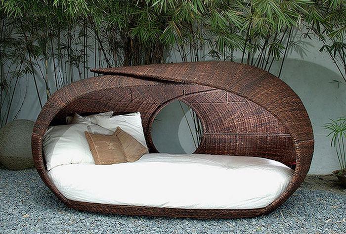 canape-design-contemporain-marron-salon-de-jardin-tresse