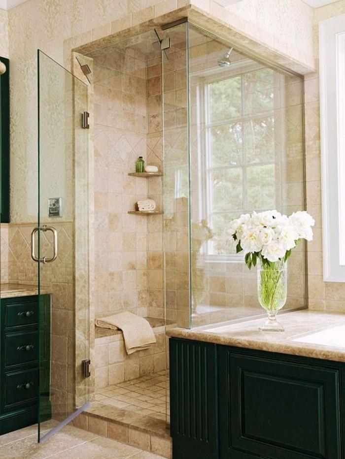 carrelage-beige-cabine-de-douche-meubles-de-salle-de-bain-verts