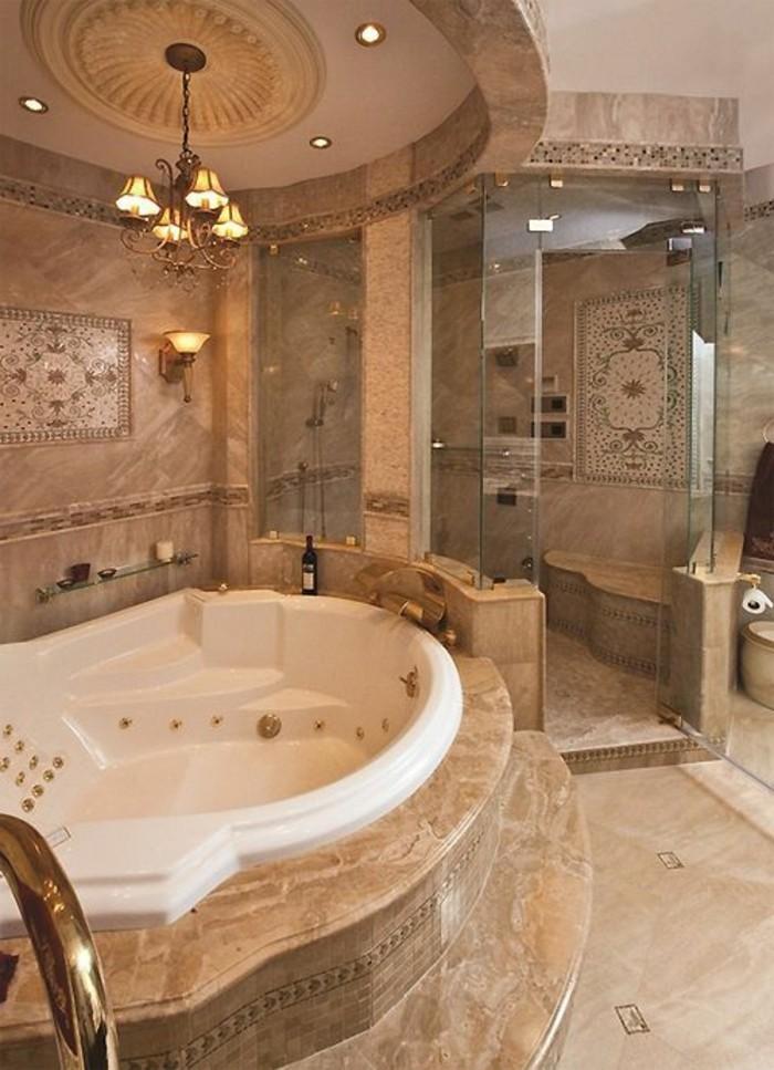 carrelage-beige-grande-baignoire-jacuzzi-salle-de-bain-de-luxe