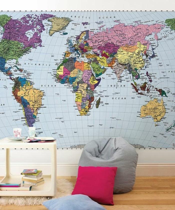 carte-planisphere-sur-mur-entier-carte-du-monde-coloree-coin-de-lecture