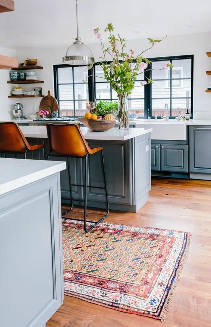 chaise-de-cuisine-moderne-chaises-de-bar-tapis-ethnique