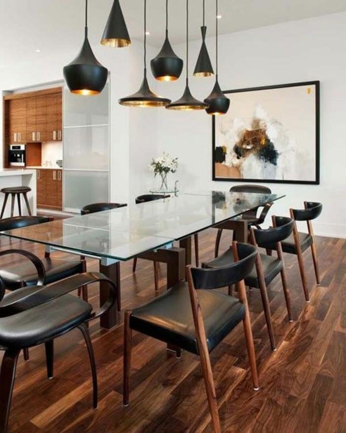 chaise-de-cuisine-moderne-suspensions-tom-dixon-et-chaises-noires