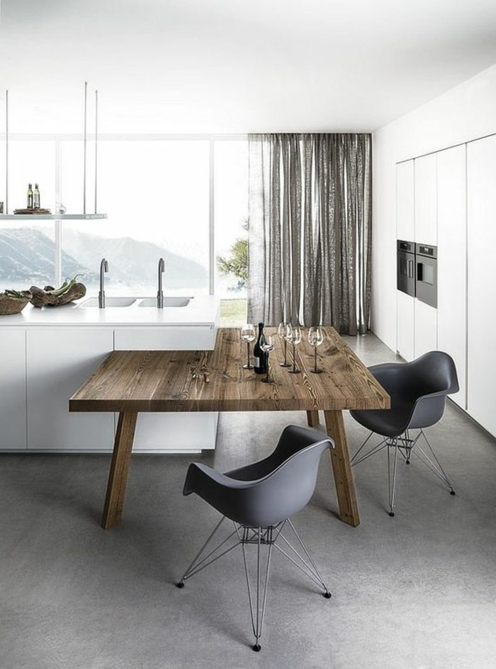 chaise-de-cuisine-moderne-table-de-cuisine-en-bois-et-chaises-noires