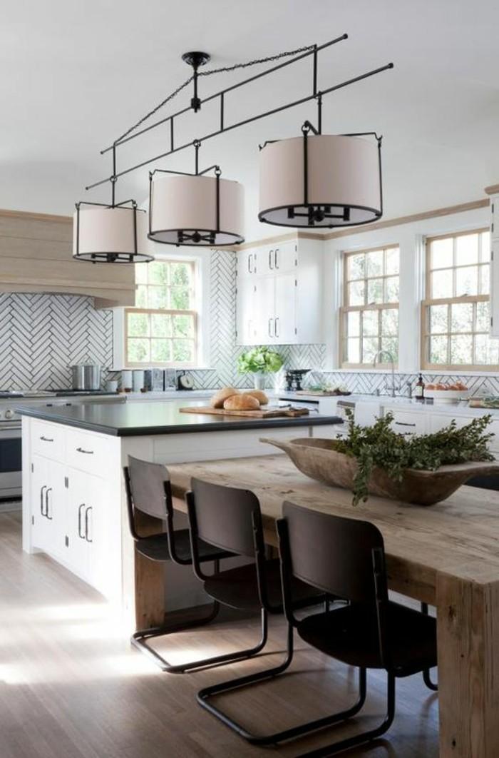 chaise-de-cuisine-moderne-table-et-ilot-de-cuisine-lampes-industrielles