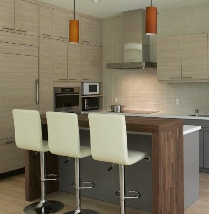 chaise-de-cuisine-moderne-trois-chaises-blanches-de-bar