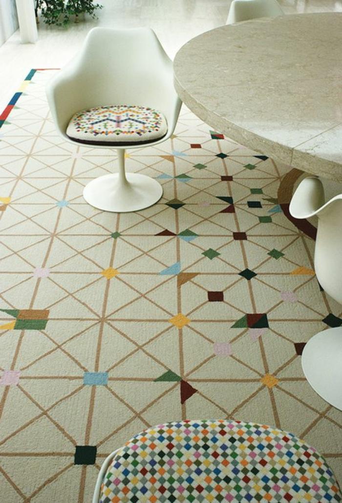 chaise-tulipe-tapis-carreaux-originaux-motifs-geometriques