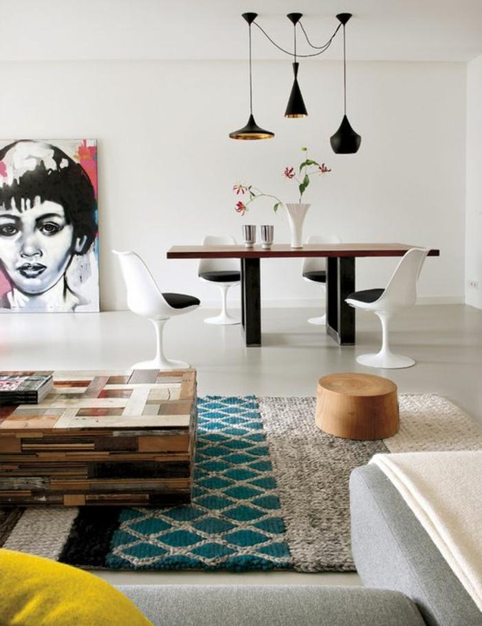 chaise-tulipe-grand-salon-moderne-avec-coin-de-dejeuner