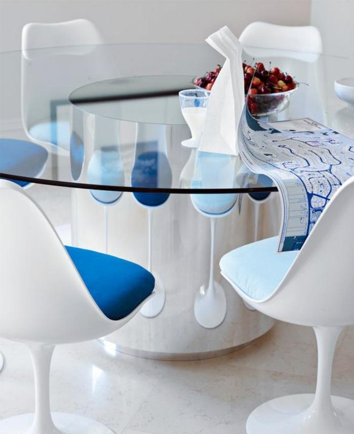 chaise-tulipe-plateau-de-table-en-verre-coussins-de-chaise-bleus