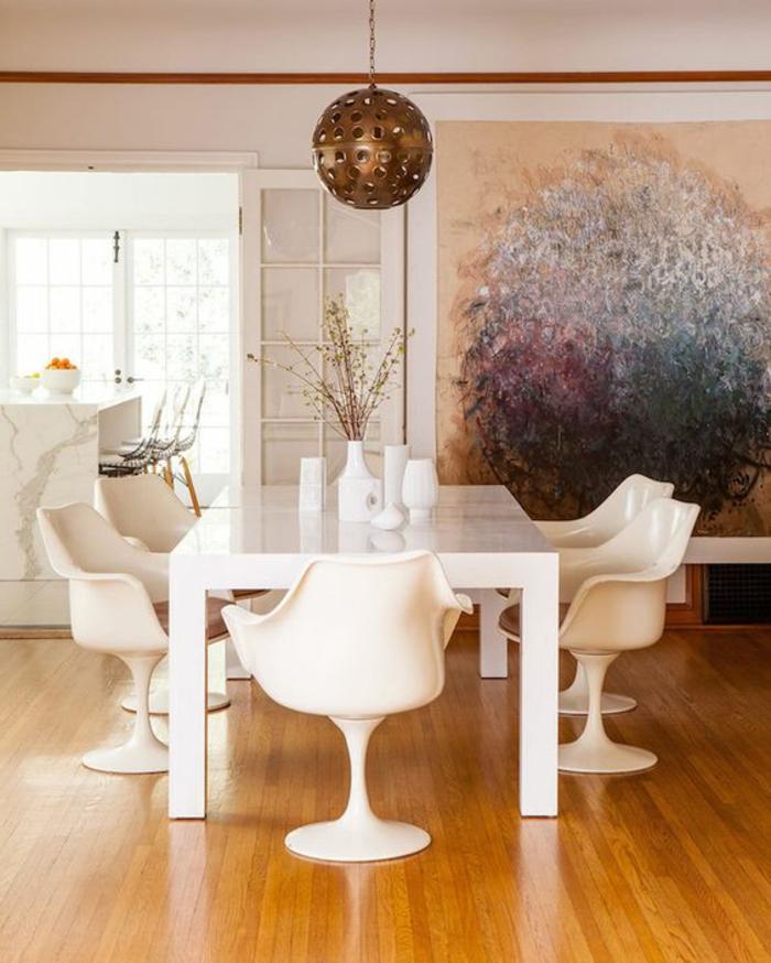 chaise-tulipe-table-blanche-rectangulaire-tableau-peinture