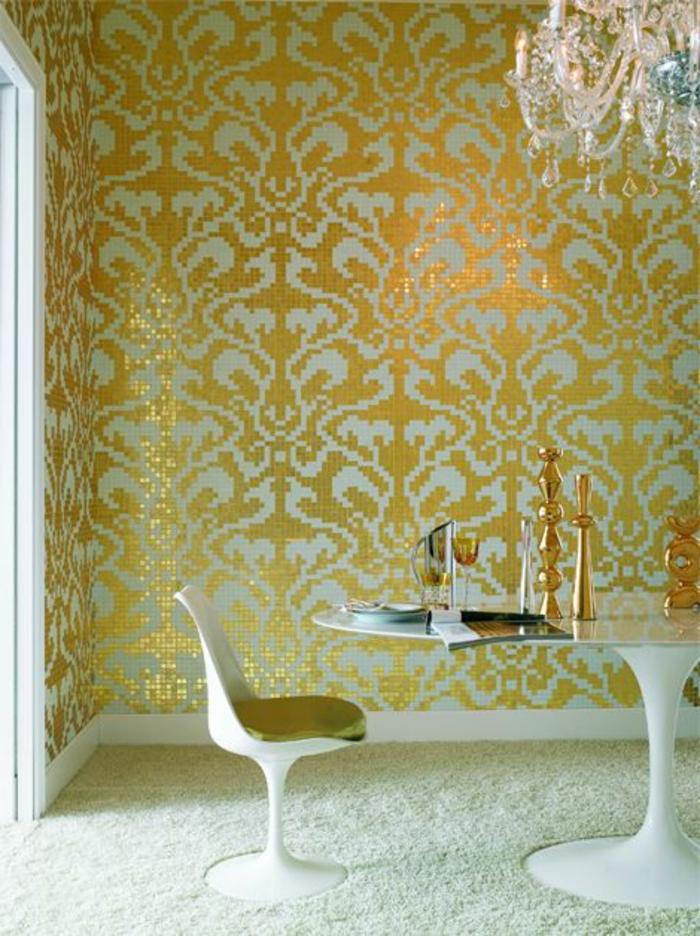 chaise-tulipe-tapis-moelleux-papier-peint-baroque