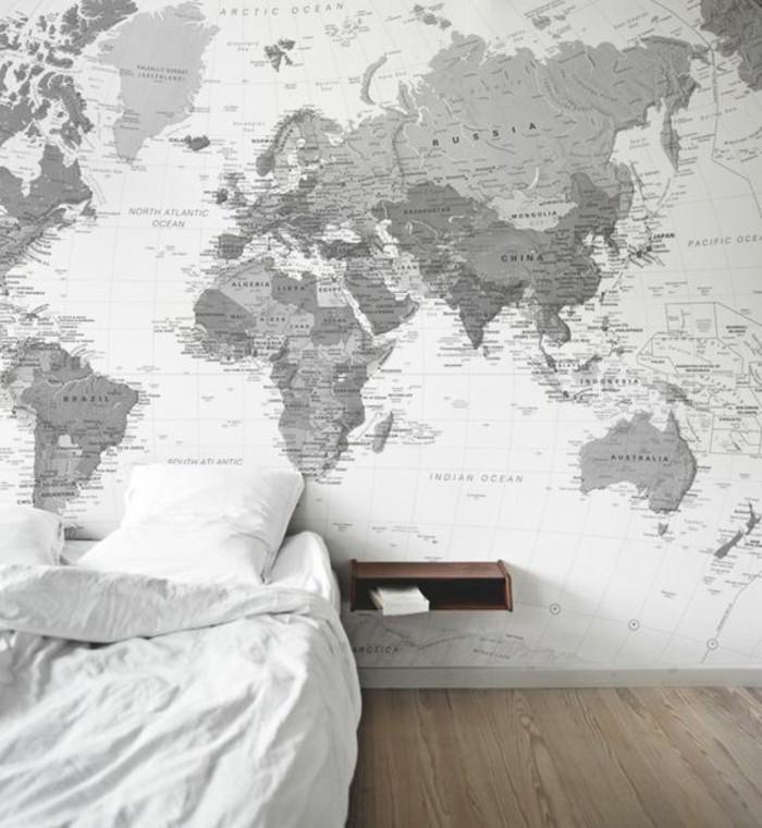 chambre-a-coucher-carte-planisphere-grise-et-blanche-parquet-claire