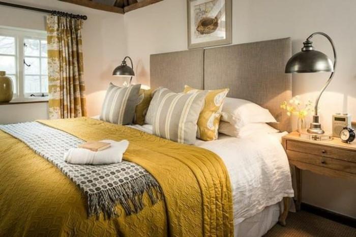 chambre-a-coucher-couverture-et-coussin-jaune-moutarde