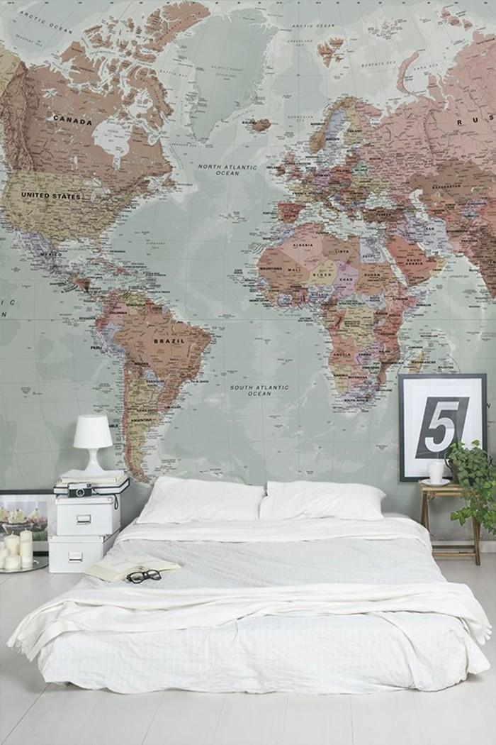 chambre-a-coucher-spacieuse-carte-du-monde-vintage-lit-blanc