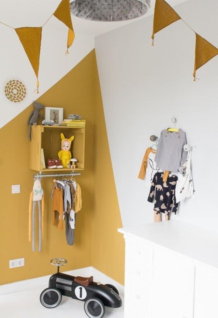 chambre-enfant-moderne-peinture-jaune-moutarde-et-blanche