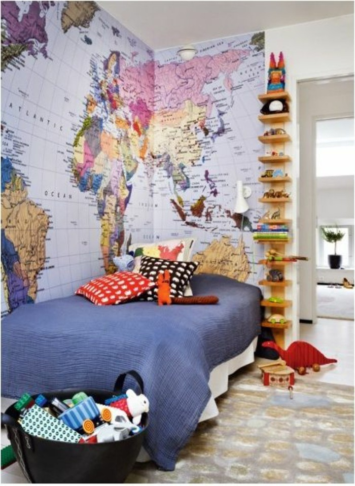 chambre-enfant-poster-carte-du-monde-sur-deux-murs
